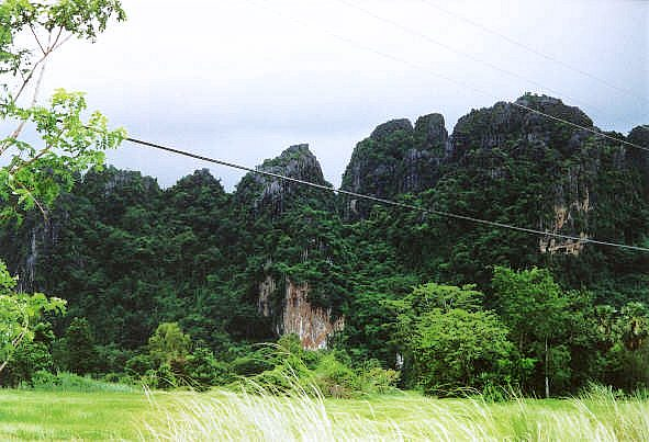 Pichit Thailand  city photo : Schroffe Kalksteinfelsen nahe Phitsanulok